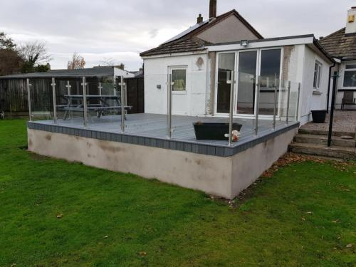 26. Light grey deck with glass balustrades