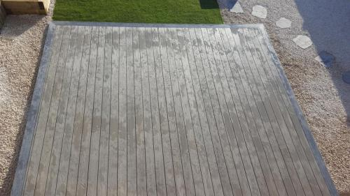 29. Antique deck with Light grey edging and Cotswold shillies