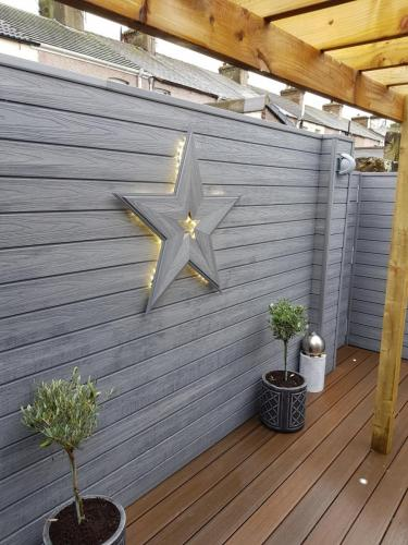 30. Light grey cladding with walnut deck